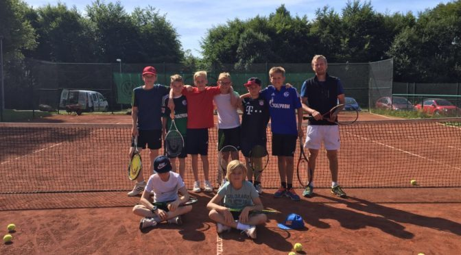 Kooperation mit Tennisschule Stephan Schludi